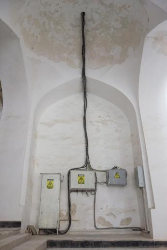 Ästhetische Verkabelung in der Moschee